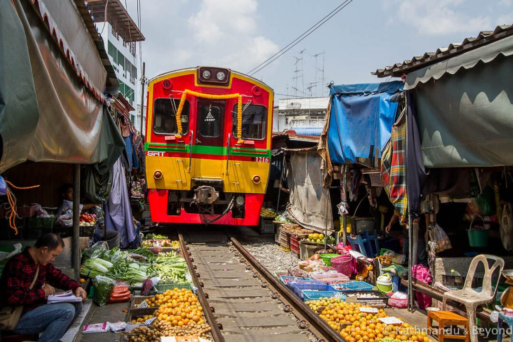 Railway-Market-Maeklong-Thailand- 2